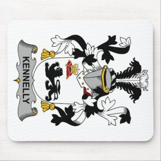 Escudo de la familia de Kennelly Alfombrillas De Raton
