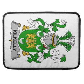 Escudo de la familia de Kilkelly Fundas Macbook Pro