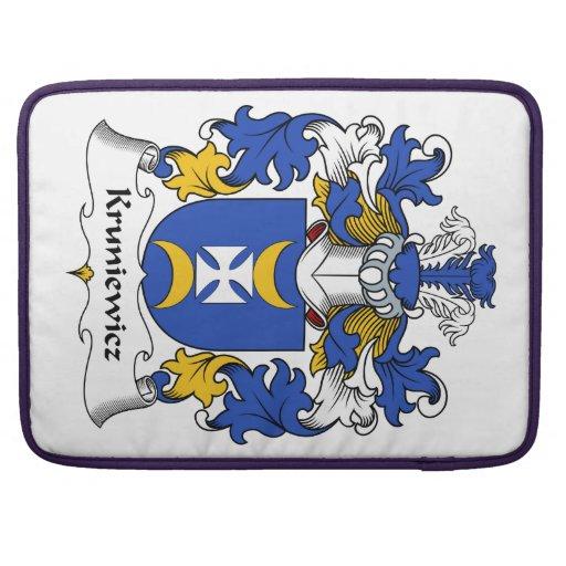Escudo de la familia de Kruniewicz Funda Para Macbooks