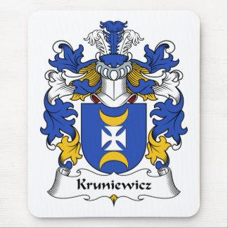 Escudo de la familia de Kruniewicz Alfombrillas De Ratón