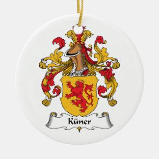 Escudo de la familia de Kuner Adorno Navideño Redondo De Cerámica