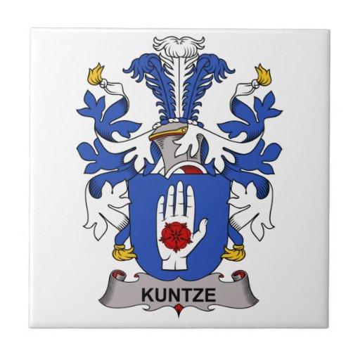 Escudo de la familia de Kuntze Teja Ceramica