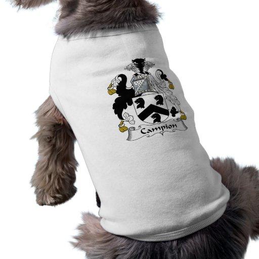 Escudo de la familia de la coronaria camisa de perrito