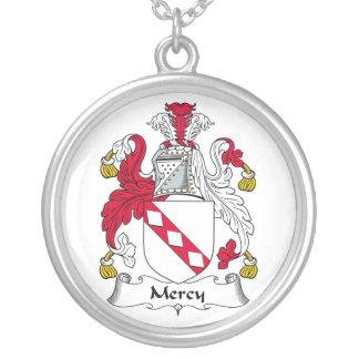 Escudo de la familia de la misericordia colgante redondo