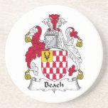 Escudo de la familia de la playa posavaso para bebida