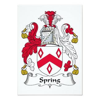 Escudo de la familia de la primavera invitación 12,7 x 17,8 cm