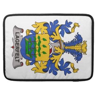 Escudo de la familia de Lagerfelt Fundas Macbook Pro
