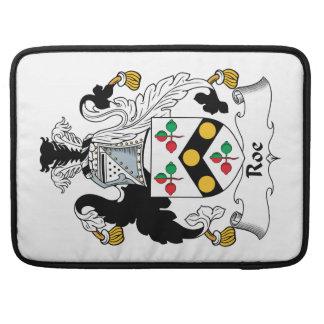 Escudo de la familia de las huevas fundas para macbook pro