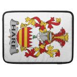 Escudo de la familia de las liebres funda para macbooks
