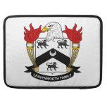 Escudo de la familia de Leavenworth Funda Para Macbooks