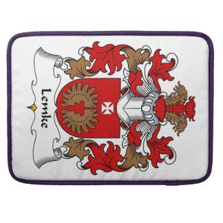 Escudo de la familia de Lemke-Baranowski Funda Para Macbook Pro