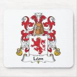 Escudo de la familia de León Alfombrillas De Ratón