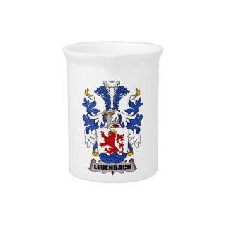 Escudo de la familia de Leuenbach Jarra Para Bebida