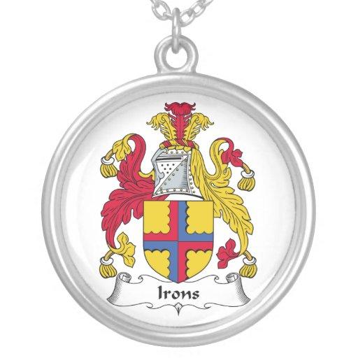 Escudo de la familia de los hierros collar