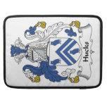 Escudo de la familia de los Hucks Funda Para Macbook Pro