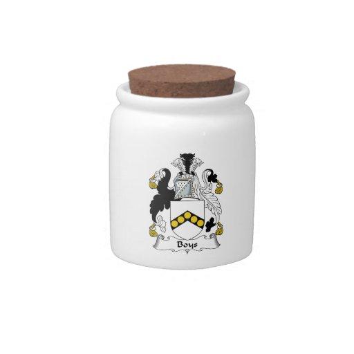 Escudo de la familia de los muchachos jarra para caramelo