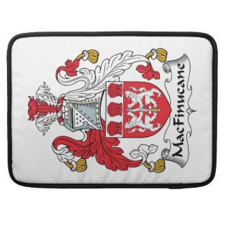 Escudo de la familia de MacFinucane Fundas Para Macbook Pro