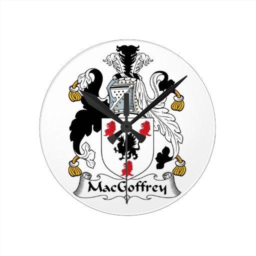Escudo de la familia de MacGoffrey Relojes De Pared