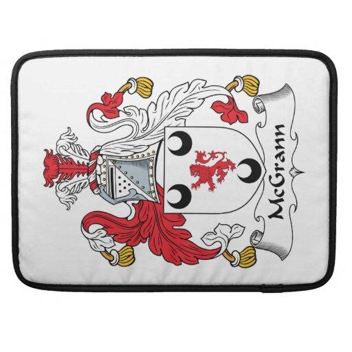 Escudo de la familia de MacGrann Fundas Para Macbooks