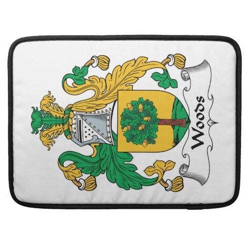 Escudo de la familia de maderas fundas para macbook pro