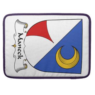 Escudo de la familia de Maneck Fundas Para Macbook Pro