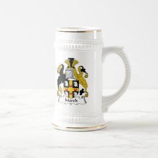Escudo de la familia de marzo jarra de cerveza