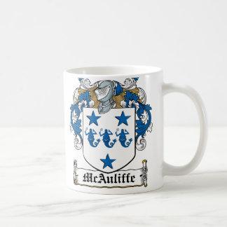 Escudo de la familia de McAuliffe Taza Básica Blanca