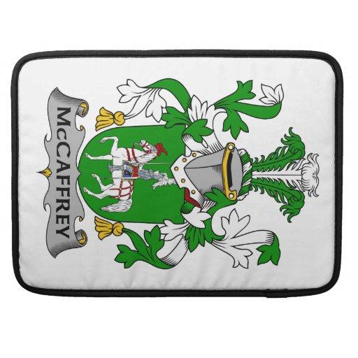 Escudo de la familia de McCaffrey Funda Para Macbooks