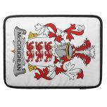 Escudo de la familia de McCoughlan Fundas Macbook Pro