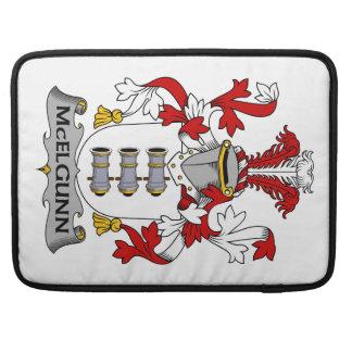 Escudo de la familia de McElgunn Fundas Macbook Pro