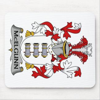 Escudo de la familia de McElgunn Tapete De Ratón