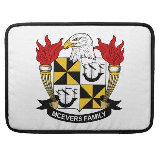 Escudo de la familia de McEvers Fundas Para Macbook Pro
