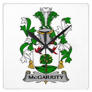 Escudo de la familia de McGarrity Reloj Cuadrado