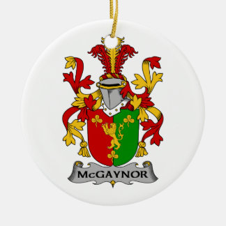 Escudo de la familia de McGaynor Ornamento Para Reyes Magos