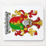 Escudo de la familia de McGaynor Tapetes De Ratones