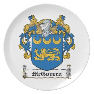 Escudo de la familia de McGovern Plato Para Fiesta