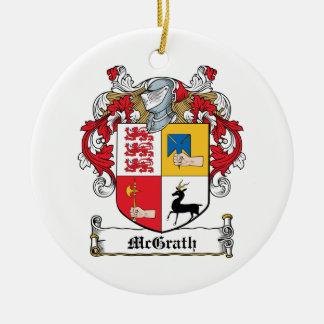 Escudo de la familia de McGrath Adorno Navideño Redondo De Cerámica