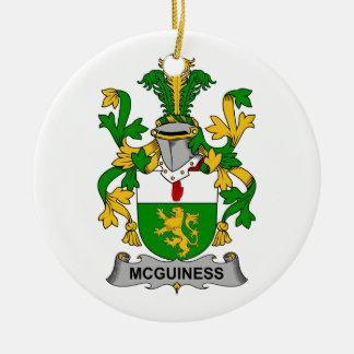 Escudo de la familia de McGuiness Ornamento Para Arbol De Navidad