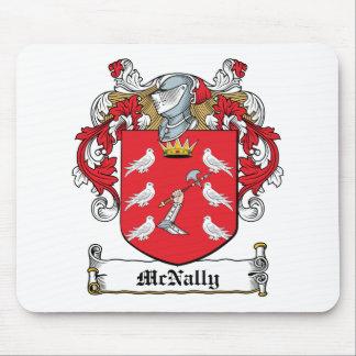 Escudo de la familia de McNally Mouse Pads