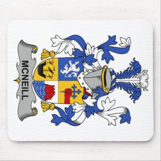 Escudo de la familia de McNeill Alfombrillas De Raton