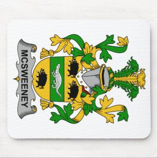 Escudo de la familia de McSweeney Tapetes De Raton