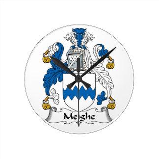 Escudo de la familia de Meighe Reloj De Pared