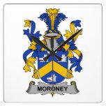 Escudo de la familia de Moroney Relojes De Pared