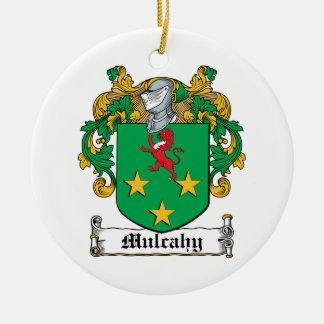 Escudo de la familia de Mulcahy Adorno Navideño Redondo De Cerámica