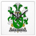 Escudo de la familia de Mulhern Reloj De Pared