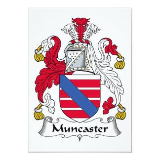 """Escudo de la familia de Muncaster Invitación 5"""" X 7"""""""