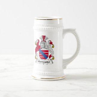 Escudo de la familia de Muncaster Jarra De Cerveza