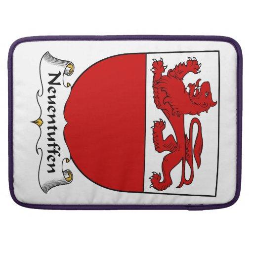 Escudo de la familia de Neuentuffen Funda Para Macbooks