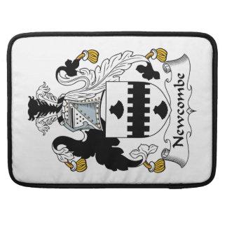 Escudo de la familia de Newcombe Fundas Macbook Pro
