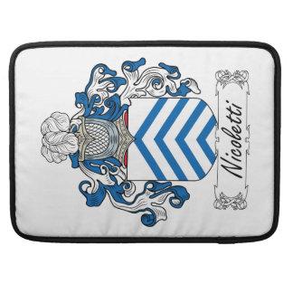 Escudo de la familia de Nicoletti Funda Para Macbooks